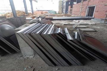 成都龙泉40.5立方304不锈钢热博登录板材货到工地现场